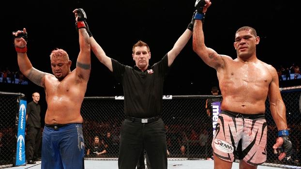 Mark Hunt e Antonio Pezão Silva ficaram no empate após cinco rounds no UFC Fight Night, na Austrália