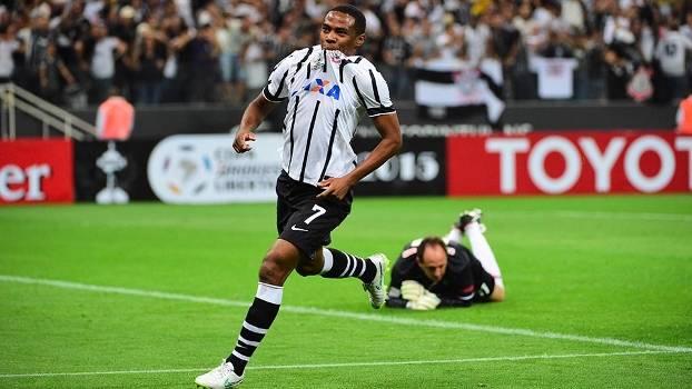 Elias bateu de primeira, sem chances para Rogério Ceni; Corinthians superou São Paulo em Itaquera