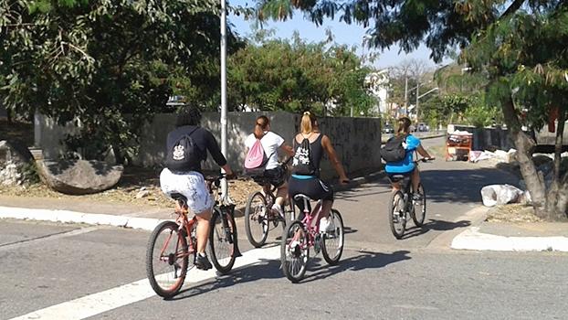 Ciclistas passando na Avenida Inajar de Souza, no momento da contagem. | Foto: Roberson Miguel
