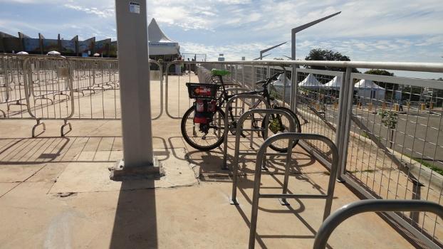 Inexistente nos Guias de Mobilidade da Copa, bicicleta foi eficiente no Mineirão