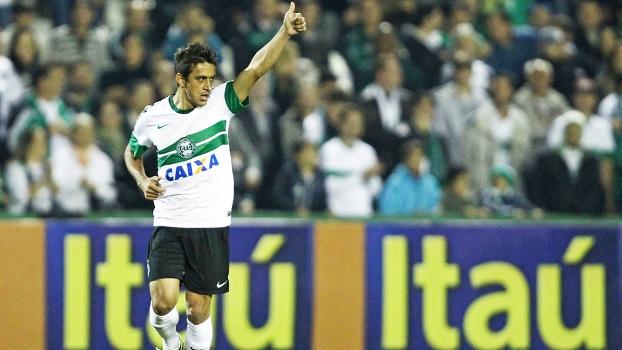 Robinho Comemora Gol Coritiba Fluminense Campeonato Brasileiro 06/06/2013