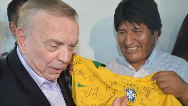 Evo Morales, apaixonado por futebol, agora se tornou jogador profissional