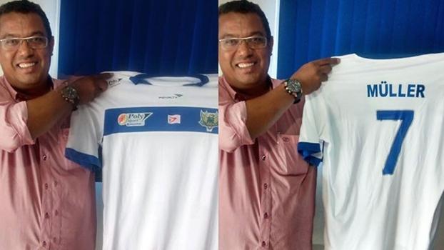 Presidente do Fernandópolis, Jerry Falcão, com a camisa 7 para Müller