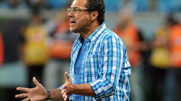 Vanderlei Luxemburgo, durante o jogo do Grêmio contra o Huachipato