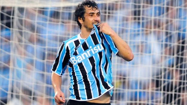 Douglas Comemora Gol Grêmio Internacional Campeonato Brasileiro 28 08 2011 bbe685bf02848