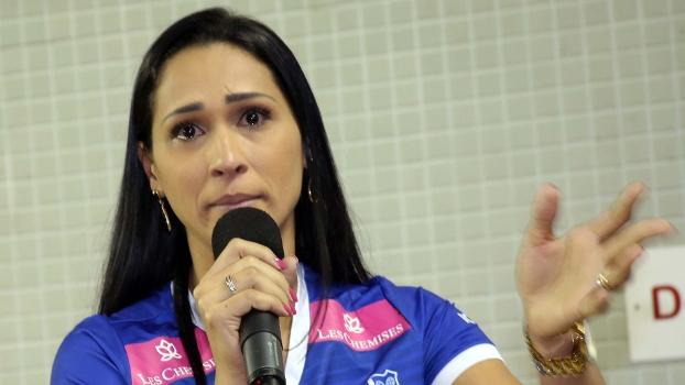 Jaqueline se emocionou em sua apresentação no Minas