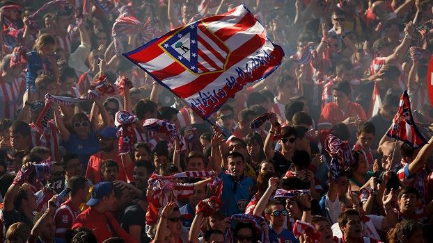 Torcida do Atlético faz festa em Madri e pinta a cidade de vermelho, azul e branco