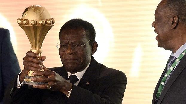 Copa Africana Sorteio À Esq. Obiang Nguema Presidente Guiné Equatorial Troféu Issa Hayatou Pres da CAF 03/12/14