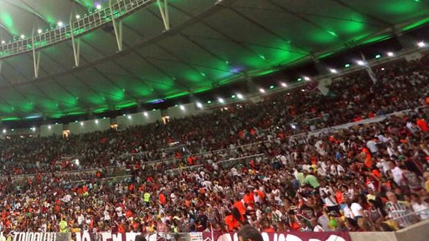 Torcida do Fluminense lotou o Maracanã neste sábado: mais de 50 mil pessoas num sábado à noite no Rio
