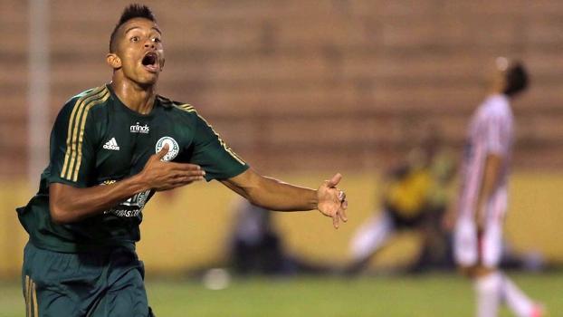 William Matheus comemora primeiro gol do Palmeiras