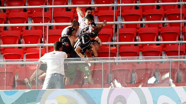 Brasileiro Vasco Corinthians Torcedores Briga Mané Garrincha 25/0813