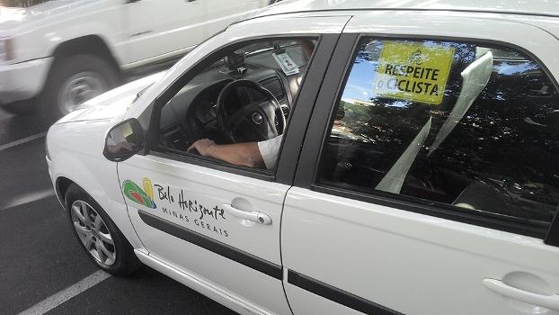Placa de Respeite o Ciclista circula a gora nos taxis de BH