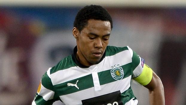 Na mira do Flamengo, ex-corintiano Elias está de novo no Brasil