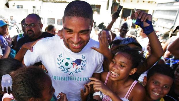 Adriano Visita Favela Vila Cruzeiro Rio de Janeiro 22/12/2010