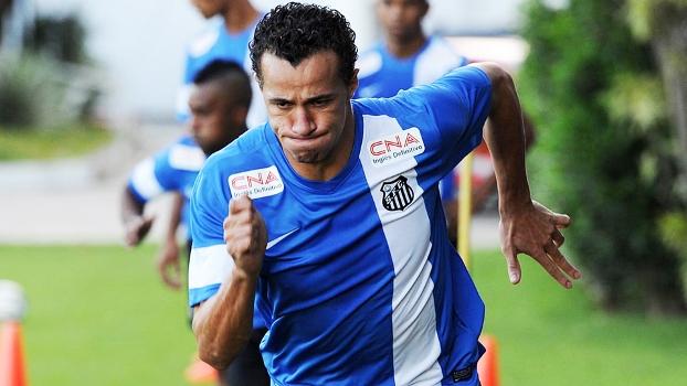 O centroavante trazido do Inter ainda não convenceu na Vila Belmiro 69ef0509b3663