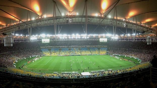 Torcedores de Fluminense e Vasco encheram atrás dos gols, mas parte central do Maracanã ficou quase vazia