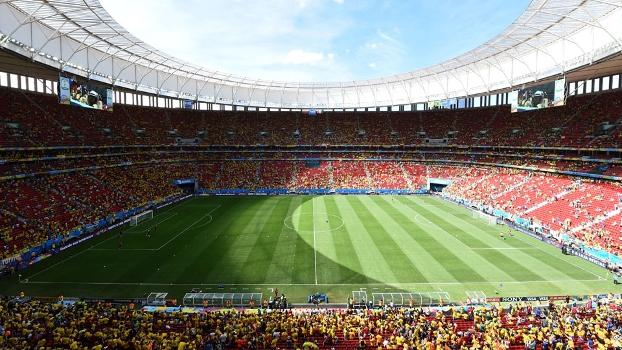 Estádio Mané Garrincha em Brasília lotado de colombianos