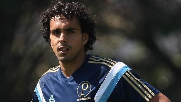 Diogo durante treino do Palmeiras nesta terça-feira
