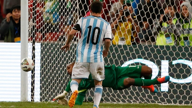 Superclássico Brasil Jefferson Argentina Messi Ninho de Pássaro Pequim China 11/10/14