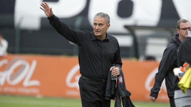 Tite assina contrato e oficializa retorno ao Corinthians