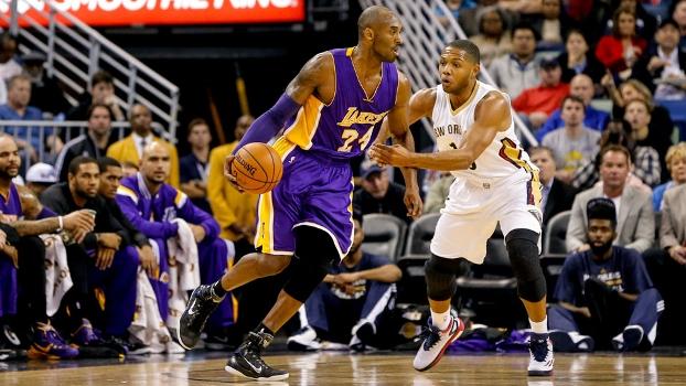 Kobe Bryant foi o cestinha do jogo, o que não impediu nova derrota dos Lakers