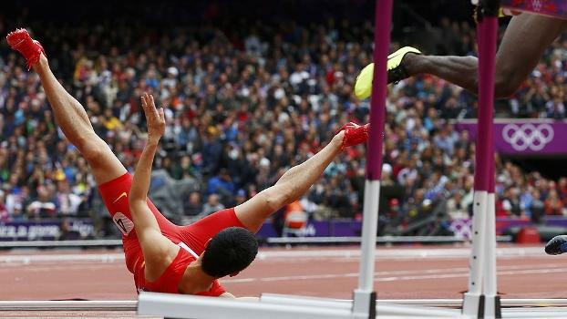 Liu Xiang errou o ataque à primeira barreira, se machucou e não passou das eliminatórias dos 110m