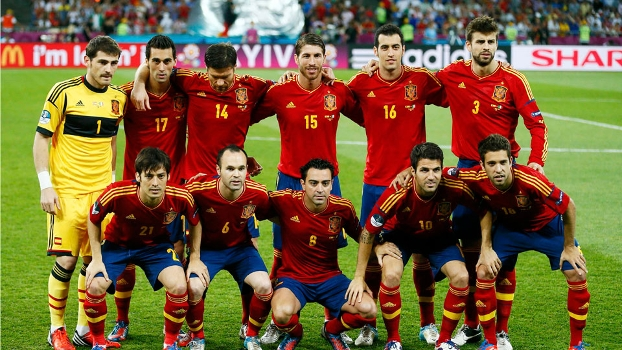 Jogadores da Espanha antes da final da Euro 2012 contra a Itália