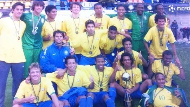 Gerson e a seleção de base do Brasil, ao lado de Neymar e companhia