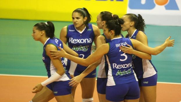 Rio de Janeiro lidera a Superliga Feminina