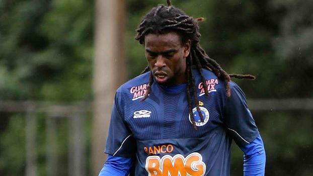 Volante Tinga não treinou nesta sexta-feira no Cruzeiro