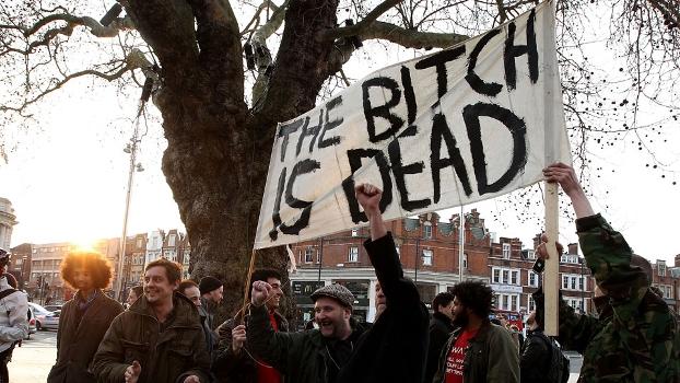 Ingleses se manifestam após a morte de Thatcher: a política estava longe de ser unanimidade no país