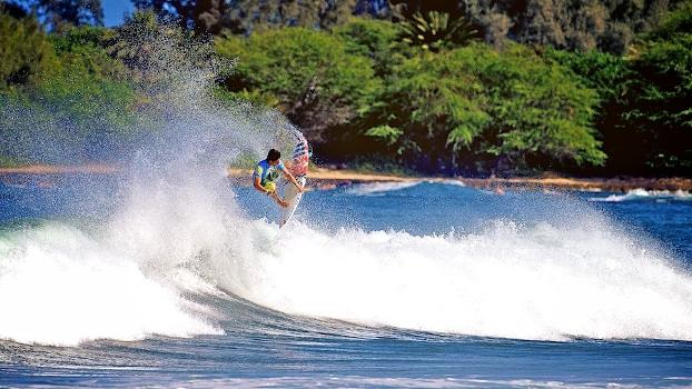 Gabriel Medina não chegou na final, mas voou em Haleiwaa