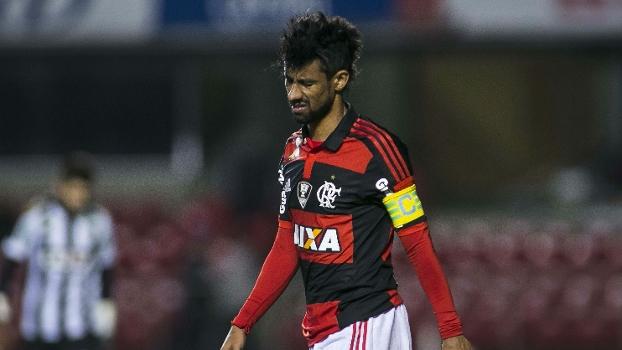 Léo Moura faz cara feia após derrota no Morumbi