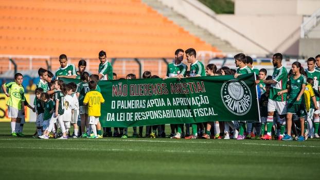Brasileiro Palmeiras Bahia faixa jogadores 03/08/2014