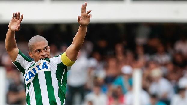Alex comemora ao marcar contra o Santos na Vila: 'Estou em fim de carreira, esses que estão começando vão evoluir muito'