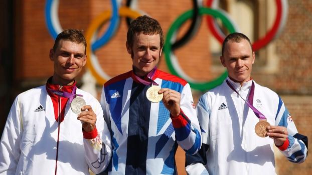 Pódio do ciclismo, com britânicos levando ouro e bronze