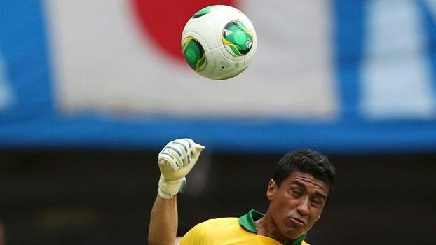 Paulinho marcou o segundo gol na vitória por 3 a 0 do Brasil