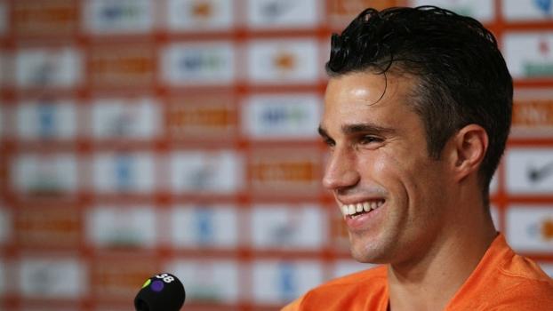 Van Persie sorri durante coletiva de imprensa da Holanda na Gávea