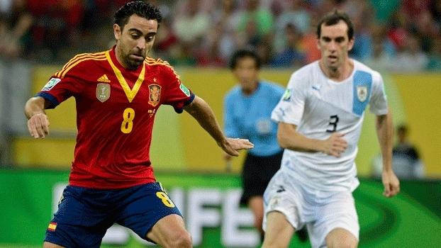 Xavi, maestro do meio-campo espanhol, contra o Uruguai