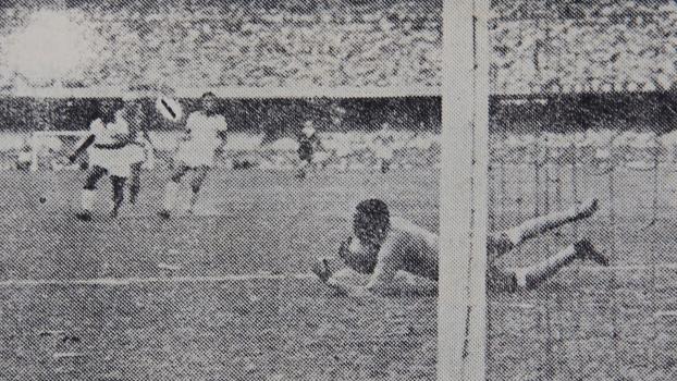 Barbosa, contra o Uruguai, na Copa de 1950: 64 anos depois, falecido goleiro vê fim de maldição
