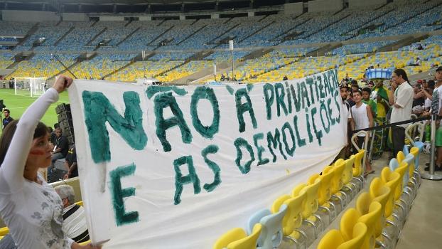 Manifestantes protestaram contra privatização do Maracanã na reabertura do estádio