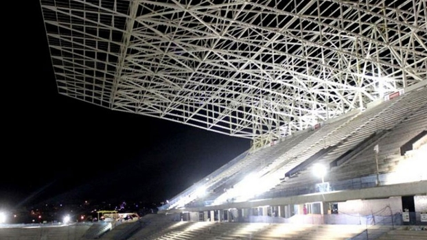 Arquibancada da Arena Corinthians durante jornada noturna