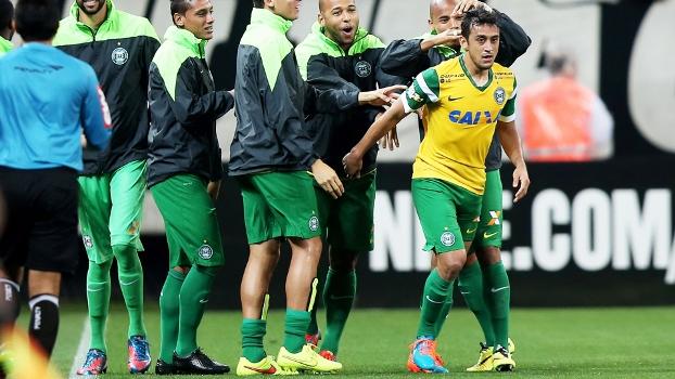 Robinho já acertou as bases com o Palmeiras e aguarda definição do Coritiba
