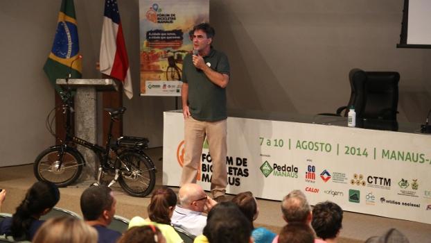 Zé Lobo, da Transporte Ativo, palestra no Fórum de Manaus