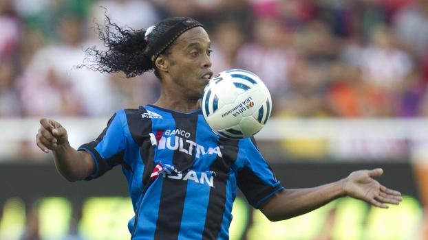 Ronaldinho Gaúcho, em ação pelo Queretaro