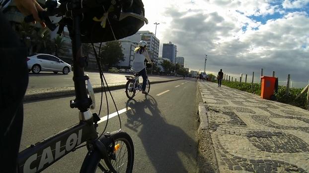 Renata Falzoni pedala no Rio de Janeiro