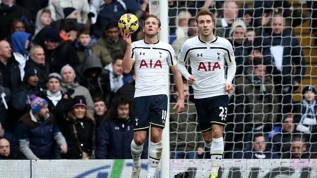 Kane (à esq.) teve um gol anulado na partida contra o West Ham