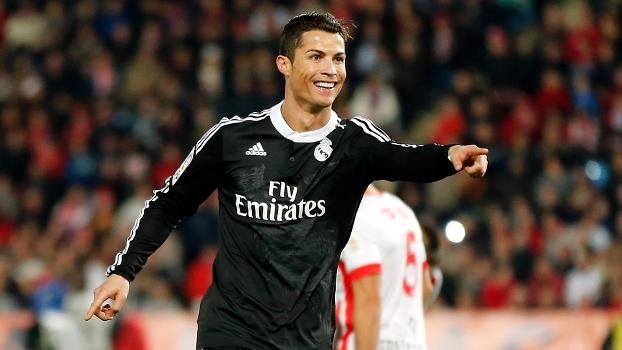 Cristiano Ronaldo ficou com o prêmio da revista World Soccer