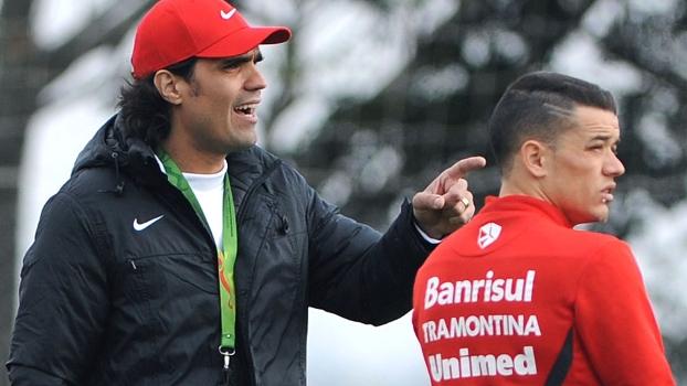 Fernandão dá instruções a D'Alessandro em treino do Internacional em 2012