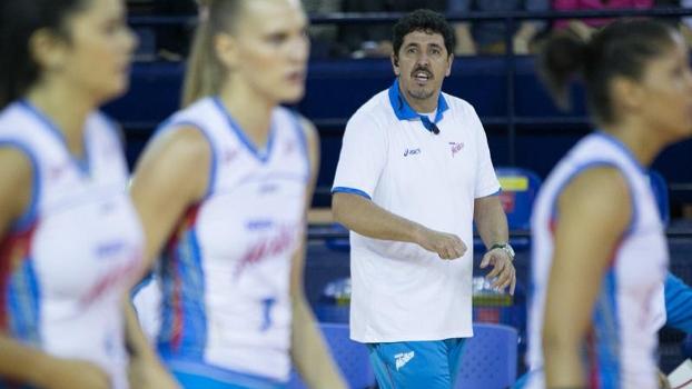 Luizomar Moura durante treino do Osasco